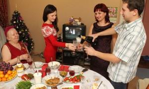 Эксперты посчитали  стоимость новогоднего  стола россиян