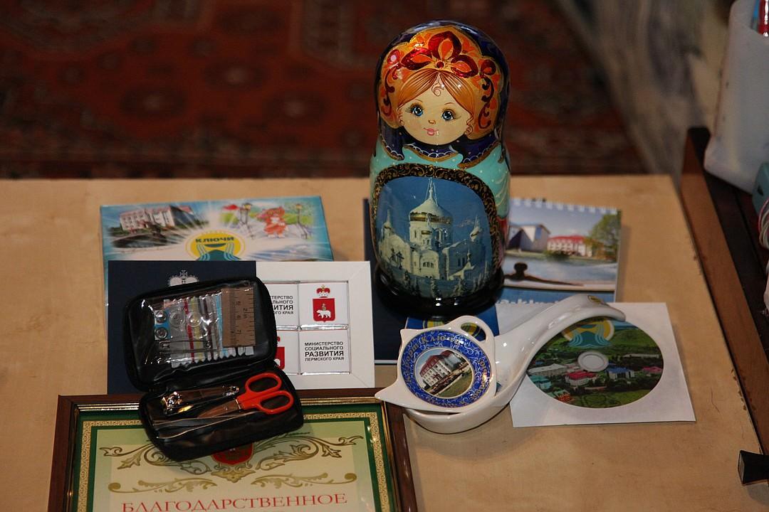 Уральских охотников за спасение потеряшек наградили педикюрным набором и матрешкой