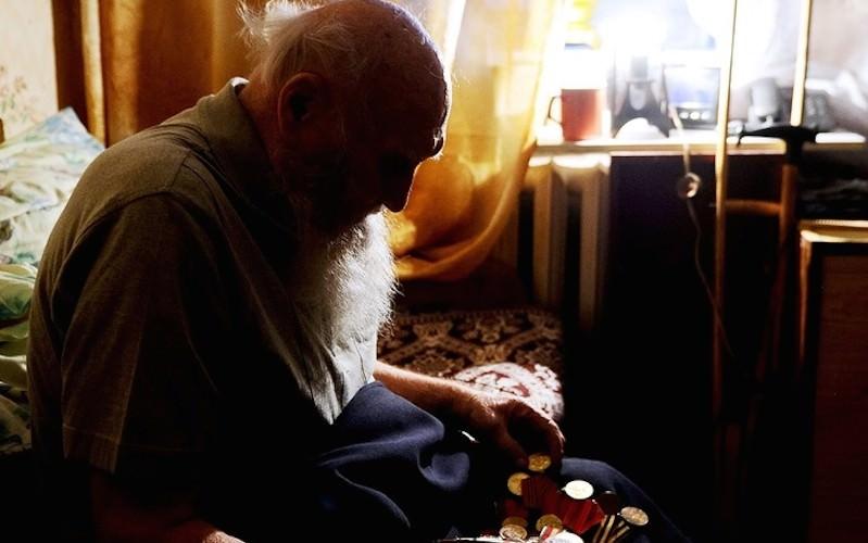 Псковские власти и РЖД купили квартиру пенсионеру, живущему на станции