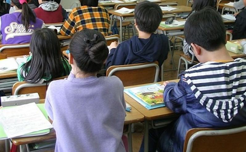 Родителям предложили самим вести уроки в школе: учителя не идут на 7 тысяч
