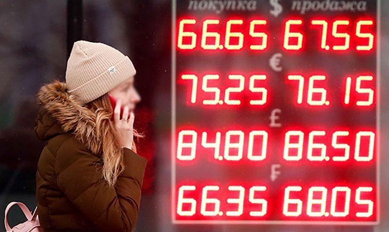 Госдума решала убрать с улиц табло с курсами валют, чтобы не нервировать население