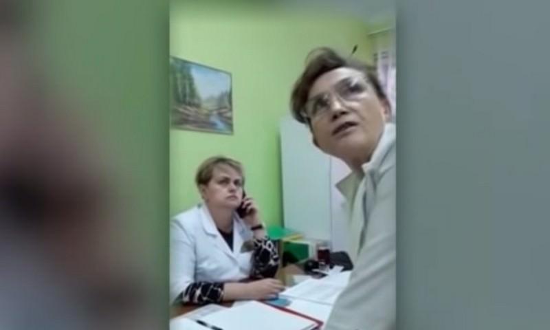 В Белоруссии в поликлинике пациента заставили покупать врачам перчатки