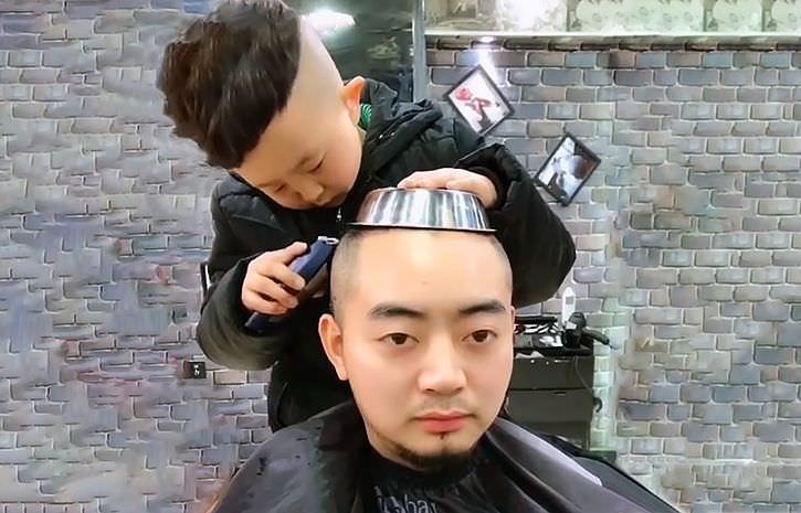 Самый популярный 6-летний парикмахер в Китае - Блокнот