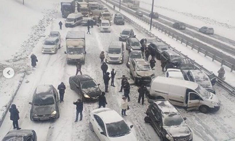 Полсотни авто в метель столкнулись на Симферопольском шоссе под Москвой
