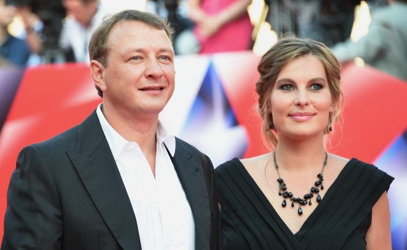 Сломавший нос жене Башаров уехал из России