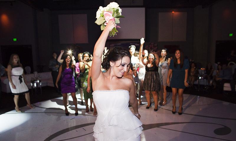 Невеста намухлевала с букетом и получилось, как в сказке