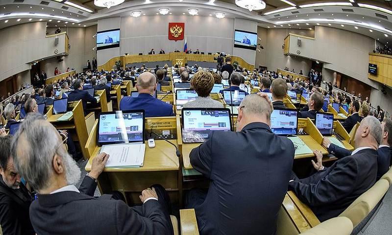 Госдума одобрила наказание за оскорбление государственных символов и власти