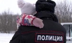 Семью из пяти человек, замерзавшую в 30-градусный мороз спасли полицейские