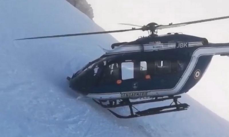 С невероятным риском спасли раненого лыжника в Альпах