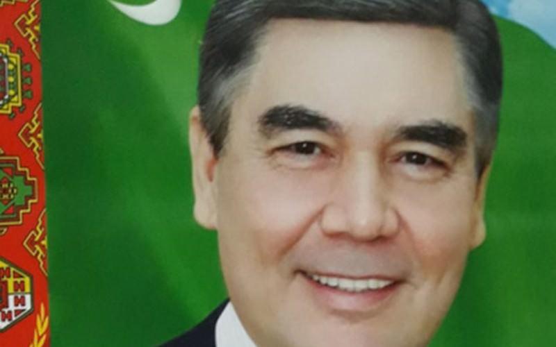 Президент поседел: госучреждения закупают новые портреты