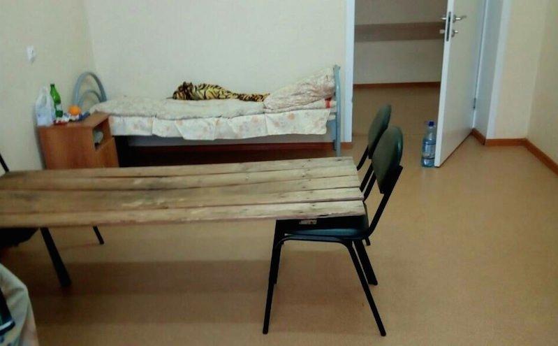 В пензенской больнице сколотили кровати из досок и стульев