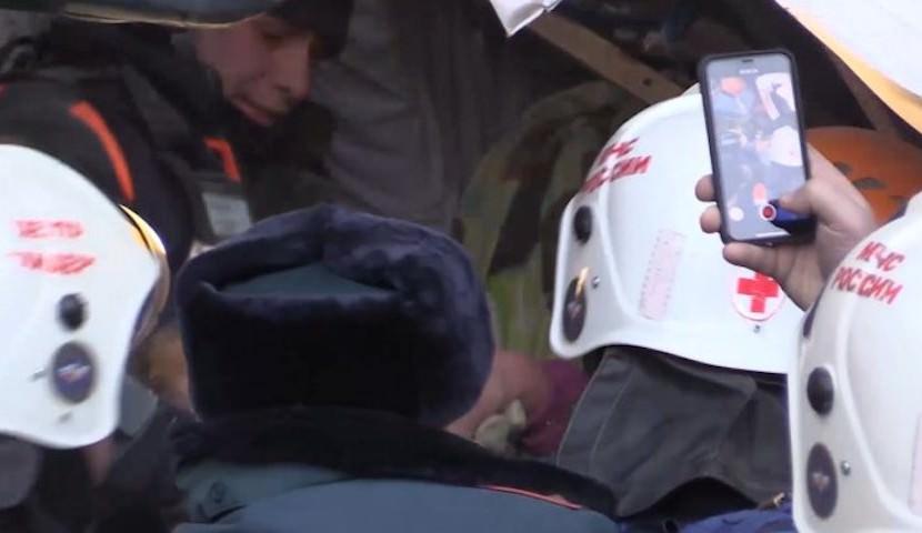 Сотрудники МЧС навестили в больнице спасенного ими в Магнитогорске Ваню Фокина