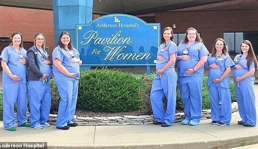 Вот это бэби-бум! Сразу 7 акушерок одной больницы стали мамами