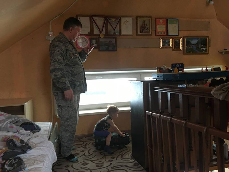 Многодетный отец узнал, что только один ребенок от него, и выгнал жену с 4 детьми