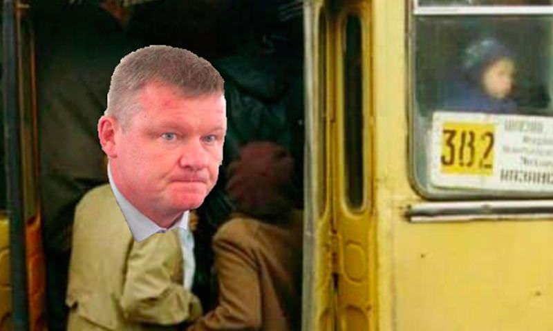Мэр Саратова поехал на автобусе на работу и опоздал