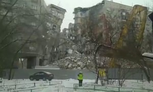 В Магнитогорске обрушился подъезд взорвавшегося дома