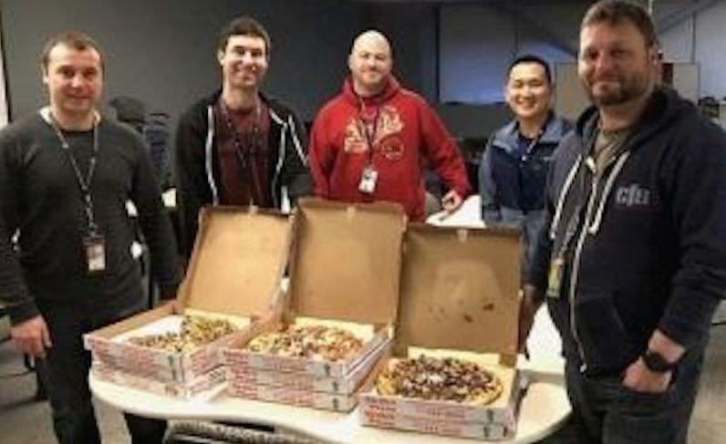Магаданские диспетчеры подкармливают коллег с Аляски