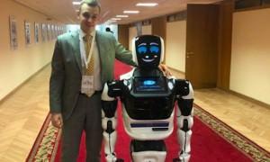 Депутат Госдумы берет в помощники человекоподобного робота с оформлением