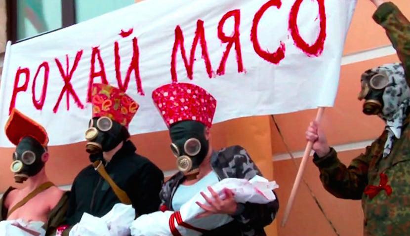 """""""Рожай мясо!"""": феминистки провели акцию у военкомата против службы в армии"""