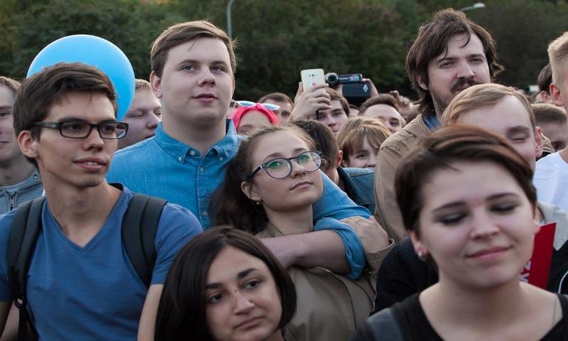 17% россиян хотят уехать из страны навсегда. Из них больше 40% — молодежь