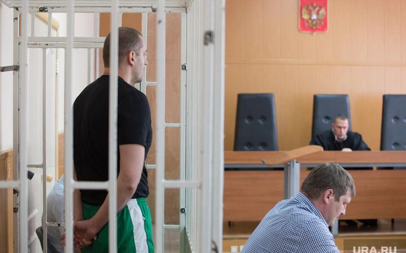 Медведев поручил проработать запрет наиспользование клеток взалах судов