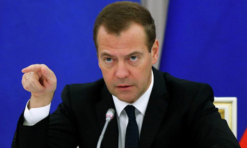Медведев прогнозирует экономике России мощную