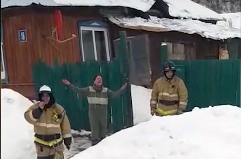 Уфимка вызвала пожарных для спасения своей
