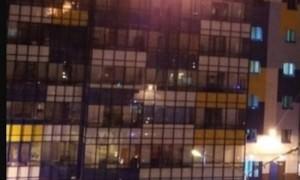 Жители Кудрово руками растаскивали автомобили, чтобы проехала пожарная