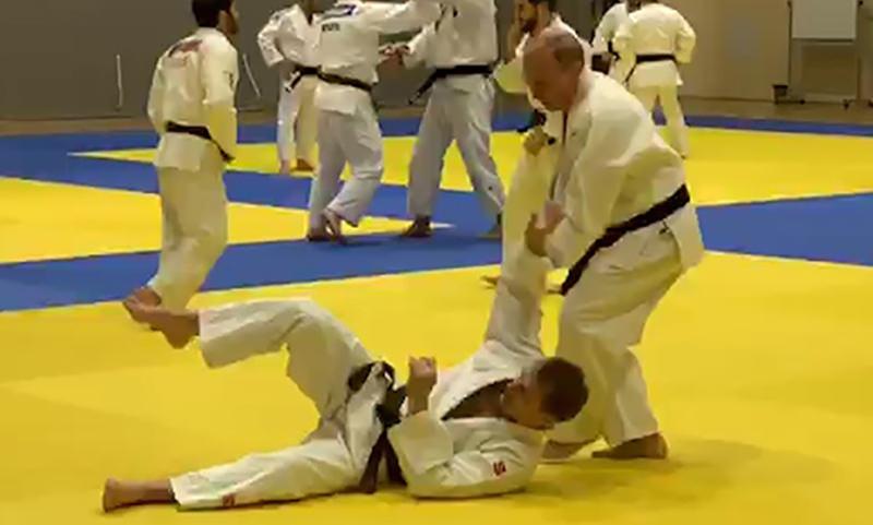 Путин вышел на татами  и тренировался со сборной  России по дзюдо