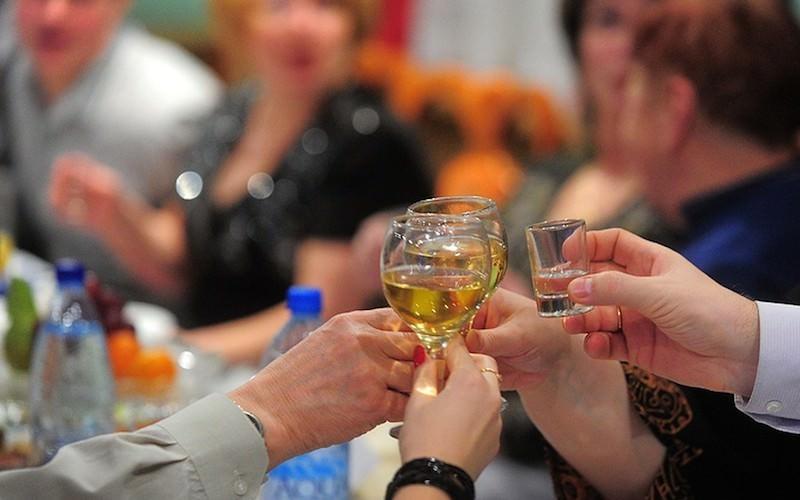 Минздрав узнал, когда россияне бросят пить