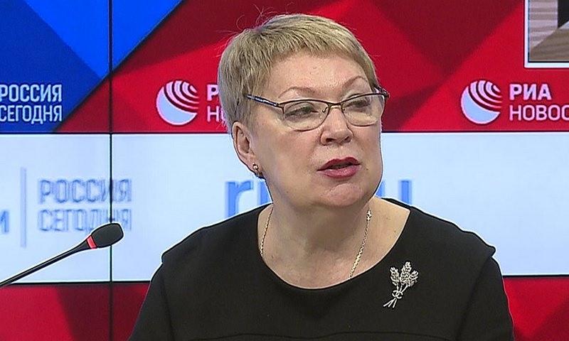 Министр просвещения Васильева предложила запретить обсуждать в семье школьных учителей