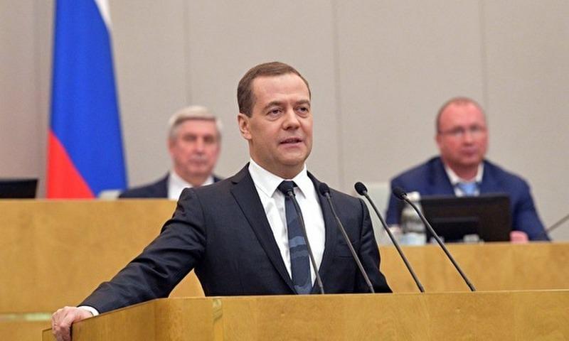 Медведев поручил до 1 мая разработать меры по увеличению доходов россиян