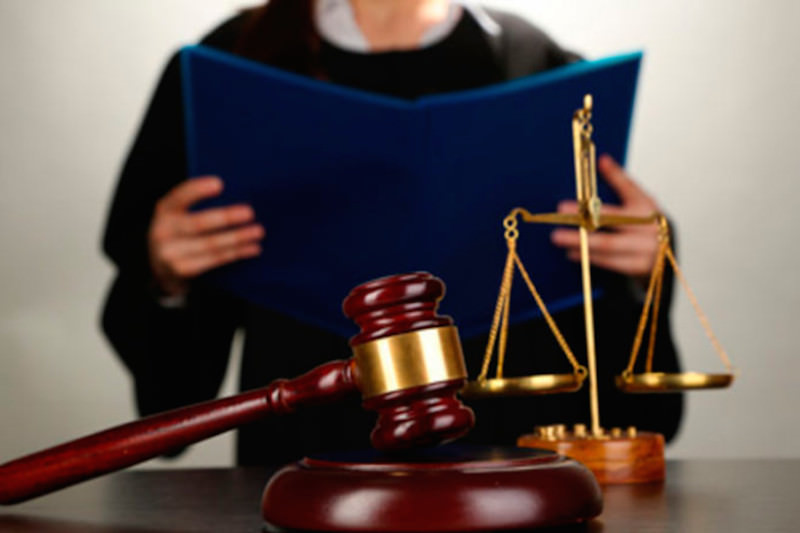 Судьи требуют наказывать россиян за критику