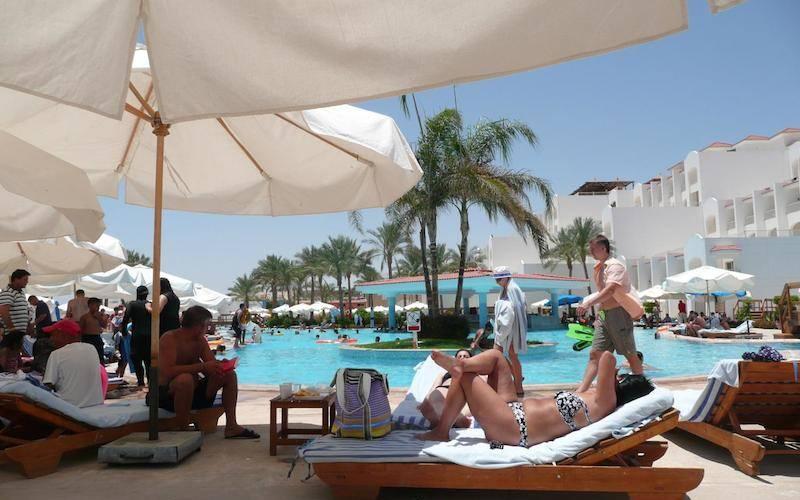 Ради российских туристов власти Египта обносят забором популярный курорт