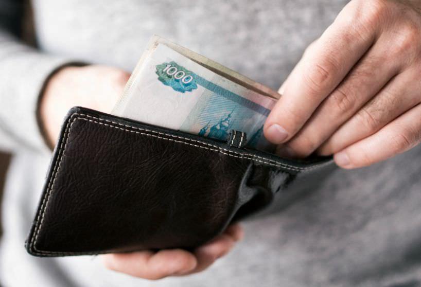 Зарплаты депутатов предложили понизить до прожиточного минимума