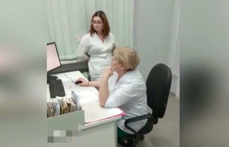В Перми врач отказалась принимать ребенка без записи и вышла из кабинета