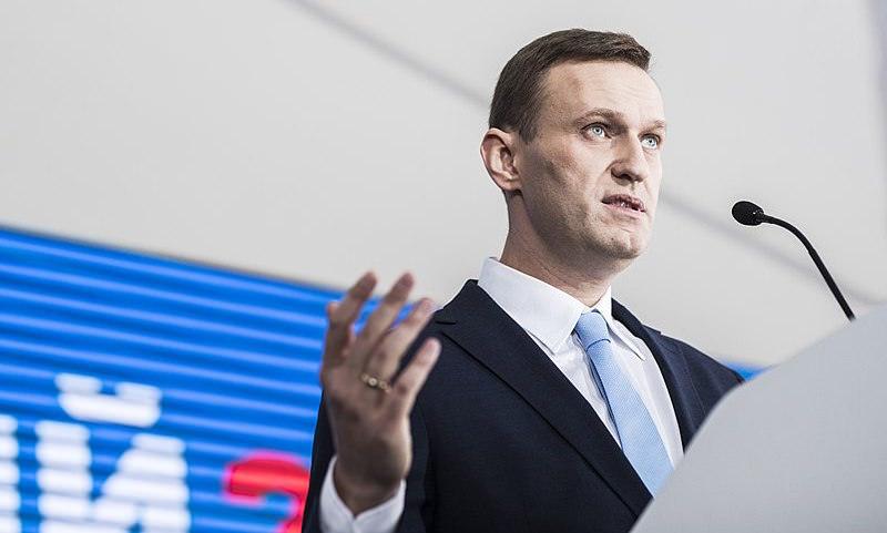 Москвич показал на видео нападение сторонников Навального