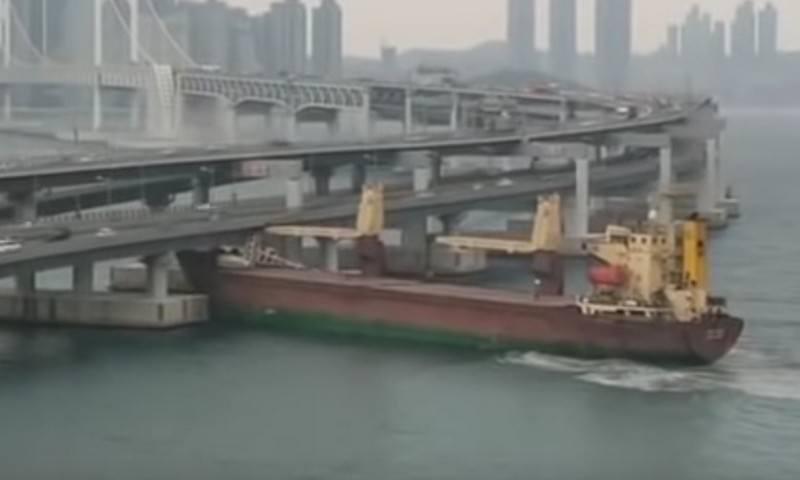 Русский капитан был пьян и снес мост в южнокорейском порту