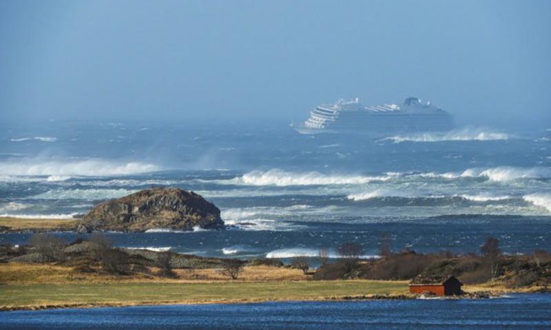 Появились подробности спасения норвежского лайнера