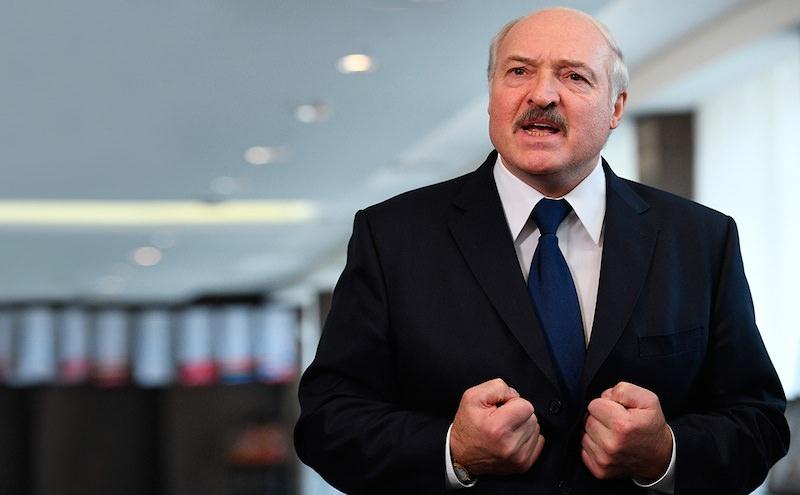 Лукашенко потребовал от российских властей прекратить защищать олигархов