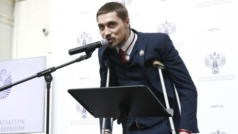 Дима Билан на костылях пришел за званием заслуженного артиста