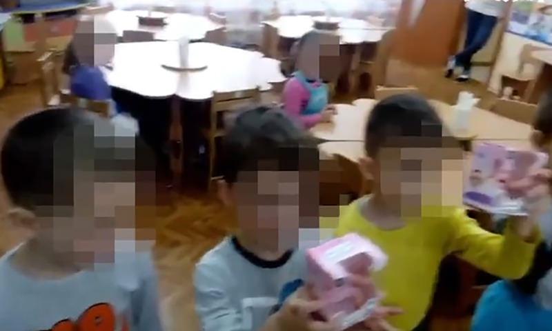 Двух девочек исключили из празднования 8 Марта, потому что родители не скинулись