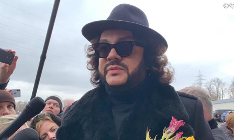 Киркоров устроил скандал на похоронах Началовой - его вежливо осадили