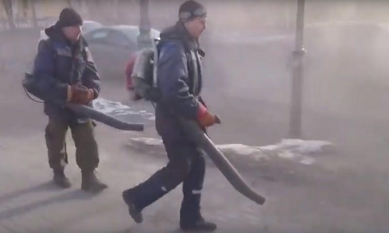 Как убирают пыль в Гатчине