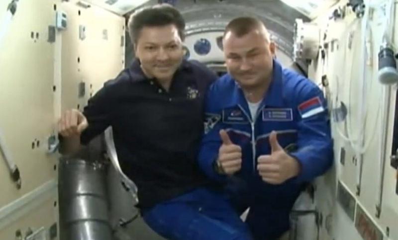 Перевернутый флаг России  на рукаве космонавта вызвал бурное обсуждение в Сети