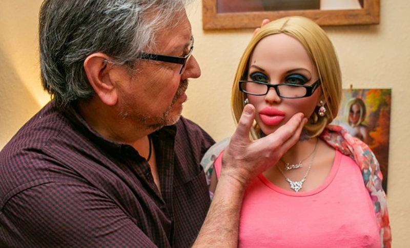 Пенсионер развёлся с женой и устроил себе гарем из секс-кукол
