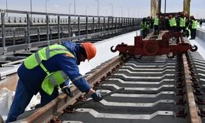 Над Керченским проливом сошлись железнодорожные пролеты Крымского моста