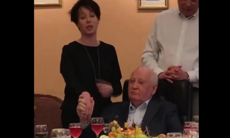 Актриса Чулпан Хаматова поблагодарила Горбачева за престройку и возможность