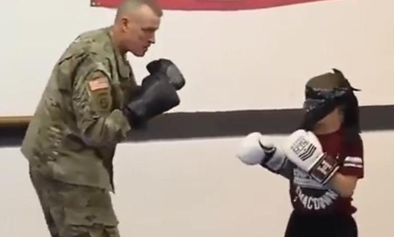 Сержант удивил сына, неожиданно вернувшись после годичной командировки