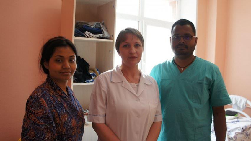 Горожане за 2 часа собрали одежду застрявшей в Екатеринбурге индийской семье